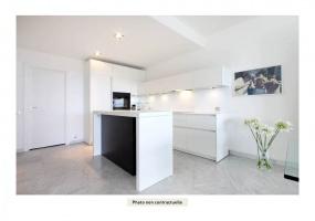 4 Bedrooms Bedrooms, ,1 la Salle de bainBathrooms,Appartement,À vendre,1106